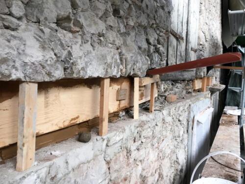 Bruchsteinfassade Herrliberg Holzschwelle (1)